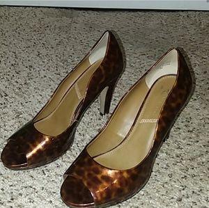 Tahari Brown Leopard Print Peep-toe Heels 9